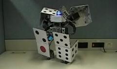 サイコロ変形ロボットにウッーウッーウマウマ(゚∀゚)を躍らせてみた動画