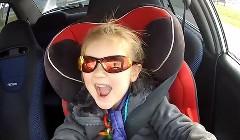 3歳の女の子が320馬力の三菱 ランエボ6を運転しちゃう風な動画