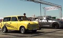トラバント vs 日産 GT-R ゼロヨン加速対決動画