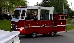 なんだこれwww 小さすぎる消防車が現れた!っていう動画