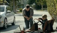 大声で叫ぶときは車内でどうぞ フォルクスワーゲン ゴルフの面白CM動画