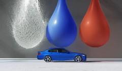 ハイスピードで走行する BMW M5 が魅せる超スローモーションアート動画