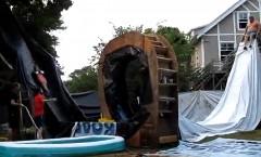 すげー!手作り滑り台でループしちゃう動画