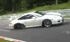 ポルシェ 997 GT3 RS がニュルでクラッシュしちゃう動画