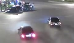 公道を爆走するストリートレーサーがクラッシュしちゃう動画
