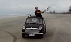究極のエコカー現る!凧でミニを引っ張ってみた動画