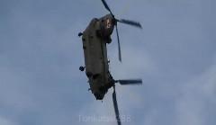 輸送ヘリ CH-47 チヌークが曲芸飛行しちゃう動画