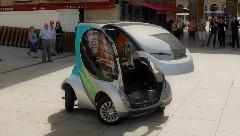 変形して小っちゃくなっちゃう電気自動車 Hiriko の実車デモ動画