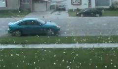 あわわわわ!でかい雹が降ってきてクルマやべー!っていう動画