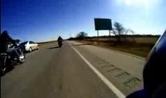 はえー!謎のバイクに一瞬で抜かれちゃう動画