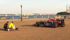 これはスゴイ!F1 のエンジン音でアメリカ国歌を演奏してみた動画