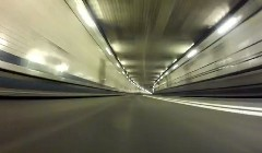 レッドブルのF1マシンがリンカーントンネルを306km/hで爆走しちゃう動画