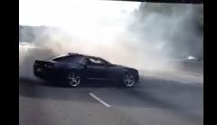 高速道路でドーナツターンを始めちゃう迷惑野郎達の動画