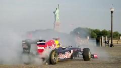 F1 がアメリカの街を爆走しちゃう動画 レッドブルオフィシャル版