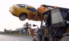 フェラーリ 599 GTB のワイルドすぎる運搬方法の動画