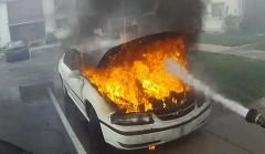 車両火災の消火がよく分かる消防士のヘルメットカメラ動画
