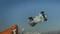 これはスゴイ!実車でコークスクリュージャンプを成功させちゃう動画
