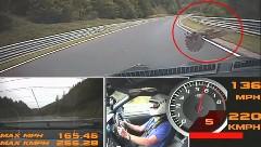 日産 GT-R でニュルを走ってたらバードストライクしちゃった動画