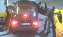 あわわわ!ガソリンスタンドからポルシェが盗まれる瞬間の動画