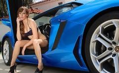 紺碧のランボルギーニ アヴェンタドールにかわいいモデルを乗せてみた動画