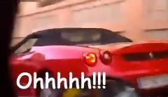 フェラーリを発見した女の子が発狂しちゃう動画