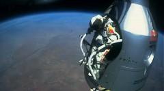 宇宙からジャンプ!39000m上空の成層圏からスカイダイビングしちゃう驚愕映像