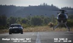 ヘリコプター vs ダッジ チャレンジャー SRT 異種ドラッグレース動画