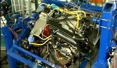 シボレー コルベット C7 の LT1 エンジンを揺らしまくっちゃう動画