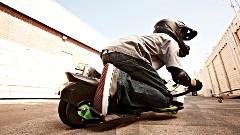バイクとスケボーが融合した新しいおもちゃ Urban Shredder のCM動画