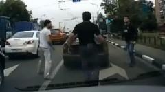 車同士のバトルが路上バトルに発展しちゃう動画