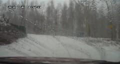 雪道で遭遇した一瞬の出来事動画