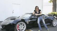 モデル付きで納車されちゃうスティーブン・タイラーのヴェノム GT スパイダー