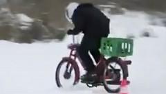 氷上をバイクで走ってみた → 穴に落下 !→ !?