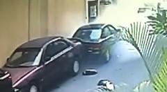 何があった?駐車場で激しくぶつけまくる事故動画