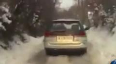 あぶね!スバル レガシィが雪の坂道を登れず滑ってきちゃう動画