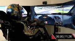 レーシングカー専用シミュレーターで鈴鹿サーキットを走ってみた動画