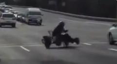 おっとどっこい!公道を走行するカートの急ブレーキ動画