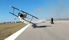 飛行機が超低空で突っ込んできたー!っていう動画