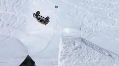 ミニ クロスオーバーが雪上でバックフリップしちゃう動画