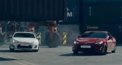 2台のトヨタ 86 が港で爆走しちゃう公式ドリフト動画