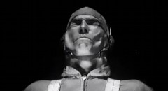人間が時速735km/hの風圧に耐えられるか実験してみた動画