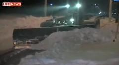 戦車を雪かき車に改造しちゃったロシアン動画