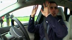 ボルボ V40自動駐車システム vs 人間 縦列駐車スピード対決動画