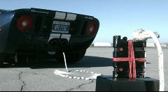 ウイスキーボトルの耐久力をスポーツカーを使ってテストしてみた動画
