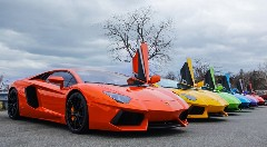 4台の色違いアヴェンタドールが一緒に走っちゃう動画