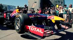 F1のエンジン音でオーストラリア国歌を演奏してみた動画