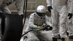 はえー!F1 のタイヤ交換を練習するピットクルー達