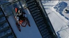 すげー!スノーモービルがスキージャンプ台からジャンプしちゃう動画
