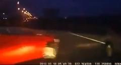 あぶね!間一髪で事故車をかわしちゃう動画