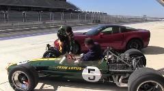 シボレー コルベット ZR1 vs ロータス49 最新スポーツカーと46年前のF1マシン サーキットのタイムを比較してみた動画